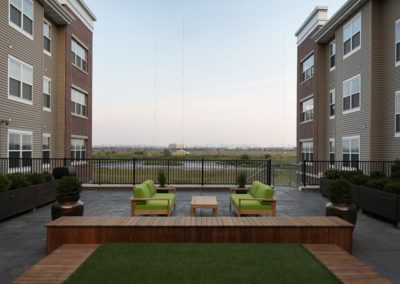 Landscaped courtyard at The Station at Lyndhurst apartments